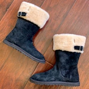 UGG Beckham 6 Black Suede Shearling Cuff Boots